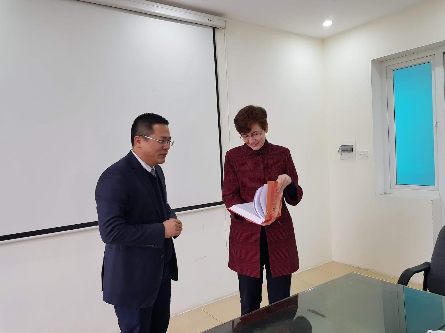 The Soils and Fertilizers Research Institute welcome and worked with chargé d'affaires ad interim of Embassy of Ukraine in Vietnam